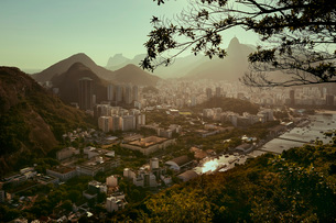 Views of Rio de Janeiro and Christ the Redeemer from Sugarloaf mountain (Pao de Acuca) at sunset, Riの写真素材 [FYI03784499]