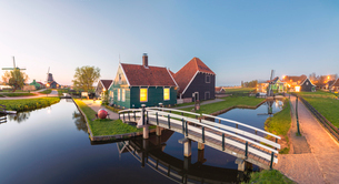 Panorama of wooden houses and windmills of the typical village of Zaanse Schans at dusk, North Hollaの写真素材 [FYI03784577]