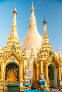 Shwedagon Pagoda, Yangon (Rangoon), Myanmar (Burma), Asiaの写真素材 [FYI03784627]