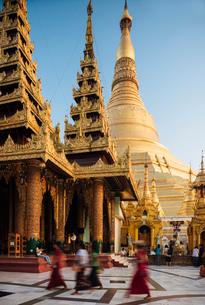 Shwedagon Pagoda, Yangon (Rangoon), Myanmar (Burma), Asiaの写真素材 [FYI03784631]