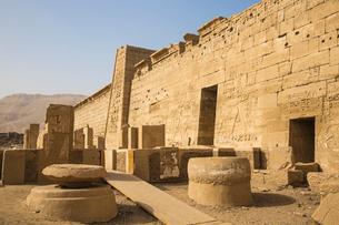 The temple of Ramesses III at Medinet Habu, West Bank, UNESCO World Heritage Site, Luxor, Egypt, Norの写真素材 [FYI03785189]