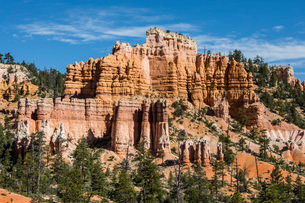 View of hoodoo formations from the Fairyland Trail in Bryce Canyon National Park, Utah, United Stateの写真素材 [FYI03785227]