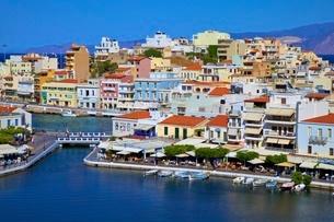 Agios Nikolaos Harbour from an elevated angle, Agios Nikolaos, Crete, Greek Islands, Greece, Europeの写真素材 [FYI03785254]