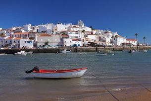 Ferragudo fishing village, near Portimao, Algarve, Portugal, Europeの写真素材 [FYI03785308]