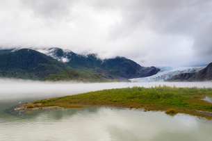 Mist, Mendenhall Glacier and Lake, bright blue ice, Tongass National Forest, Juneau, Alaska, Unitedの写真素材 [FYI03785340]