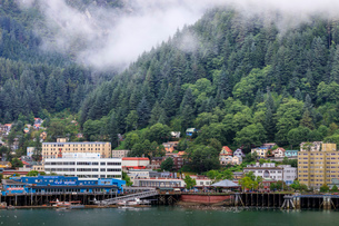 Juneau, State Capital, view from the sea, mist clears over downtown buildings, mountains, forest andの写真素材 [FYI03785345]