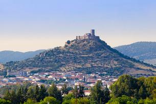 Alconchel castle near Badajoz in Spanish Extremadura, Spain, Europeの写真素材 [FYI03785360]