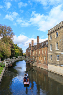 Cambridge University, Queen's College and Mathematical Bridge, Cambridge, Cambridgeshire, England, Uの写真素材 [FYI03785400]