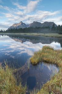 Lake Entova at dawn, Entova Alp, Malenco Valley, Sondrio province, Valtellina, Lombardy, Italy, Euroの写真素材 [FYI03785427]