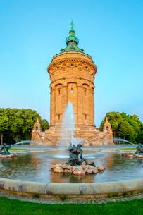 Mannheimer Wasserturm, 60 meter tall water tower built 1886 to 1889 on Friedrichsplatz, Mannheim, Baの写真素材 [FYI03785505]