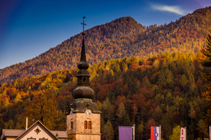 Fall foliage and scenic views in Vrsic Pass, Julian Alps, Slovenia, Europeの写真素材 [FYI03785531]