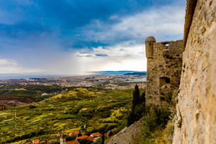 Views from the Fortress of Klis, where Game of Thrones was filmed, Croatia, Europeの写真素材 [FYI03785541]