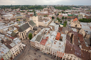 View of old town from top of City Hall Tower, UNESCO World Heritage Site, Lviv, Ukraine, Europeの写真素材 [FYI03785820]