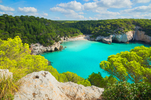 High angle view of Cala Mitjana, Menorca, Balearic Islands, Spain, Mediterranean, Europeの写真素材 [FYI03785894]