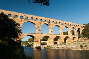 Pont du Guard, remains of Roman aqueduct dating from 1AD, UNESCO World Heritage Site, Vers-Pont-du-Gの写真素材 [FYI03785903]
