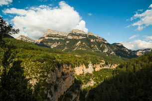 Limestone Sestrales massif and Anisclo Canyon, popular for hiking, Ordesa National Park, Pyrenees, Aの写真素材 [FYI03786024]
