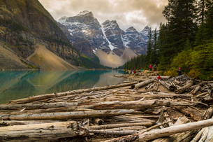 Stormy weather and visitors exploring at Moraine Lake, Banff National Park, UNESCO World Heritage Siの写真素材 [FYI03786068]