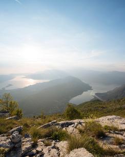 Views over Bay of Kotor, UNESCO World Heritage Site, from Lovcen National Park, Montenegro, Europeの写真素材 [FYI03786088]