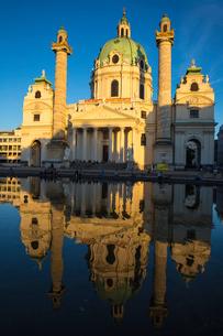 St. Charles Church (Karlskirche), Vienna, Austria, Europeの写真素材 [FYI03786091]