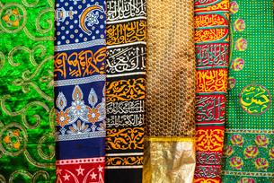 Colourful pashmina scarves, New Delhi, India, Asiaの写真素材 [FYI03786149]