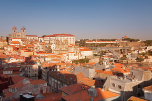 Ribeira District, UNESCO World Heritage Site, Se Cathedral, Palace of the Bishop, Ponte Dom Luis I Bの写真素材 [FYI03786197]