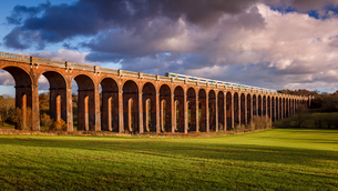 The Ouse Valley Viaduct (Balcombe Viaduct) over the River Ouse in Sussex, England, United Kingdom, Eの写真素材 [FYI03786449]