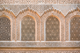 Carved plaster wall, Ben Youssef Madrasa, 16th century Islamic College, UNESCO World Heritage Site,の写真素材 [FYI03786493]