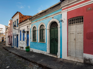 Colourful streets of Carmo, Historic Centre, UNESCO World Heritage Site, Salvador, State of Bahia, Bの写真素材 [FYI03786572]