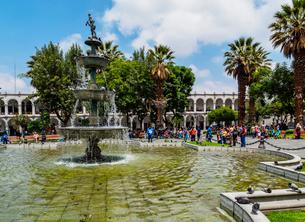 Plaza de Armas, Arequipa, Peru, South Americaの写真素材 [FYI03786576]