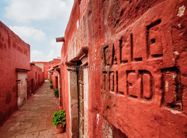 Toledo Street, Santa Catalina Monastery, UNESCO World Heritage Site, Arequipa, Peru, South Americaの写真素材 [FYI03786578]