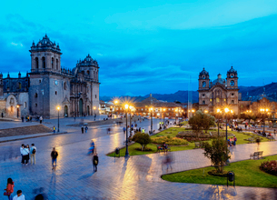 Main Square at twilight, Old Town, UNESCO World Heritage Site, Cusco, Peru, South Americaの写真素材 [FYI03786585]