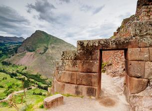 Pisac Ruins, Sacred Valley, Cusco Region, Peru, South Americaの写真素材 [FYI03786595]