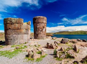Chullpas by the Lake Umayo in Sillustani, Puno Region, Peru, South Americaの写真素材 [FYI03786646]
