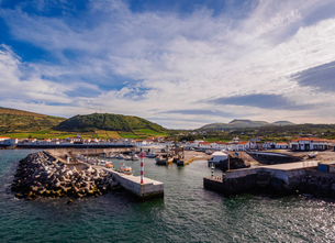 Port in Praia, Graciosa Island, Azores, Portugal, Atlantic, Europeの写真素材 [FYI03786740]