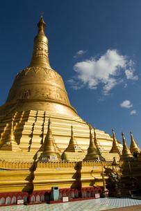 Golden stupa of the Shwemawdaw Pagoda complex, Bagan (Pagan), Myanmar (Burma), Asiaの写真素材 [FYI03786849]