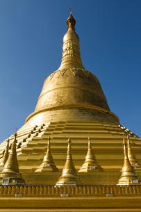 Golden stupa of the Shwemawdaw Pagoda complex, Bagan (Pagan), Myanmar (Burma), Asiaの写真素材 [FYI03786856]