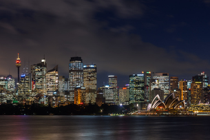 Panoramic views of Sydney city at dusk including the Opera house, Sydney, New South Wales, Australiaの写真素材 [FYI03786870]