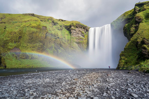 Double rainbow and tourists with hands in the air at Skogafoss waterfall in South Iceland, Polar Regの写真素材 [FYI03786918]