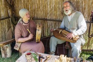Lithuanian folk musicians at the International Festival of Experimental Archaeology, Kernave, Lithuaの写真素材 [FYI03786929]