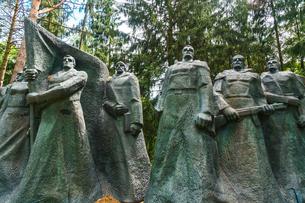 Monument to Soviet underground partisans, now banished since 1991 to a park near Vilnius, Grutas Parの写真素材 [FYI03786930]