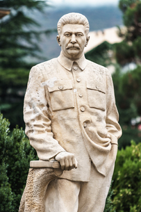 One of the few remaining standing statues of Stalin in public, Gori, his birthplace, Central Georgiaの写真素材 [FYI03786933]