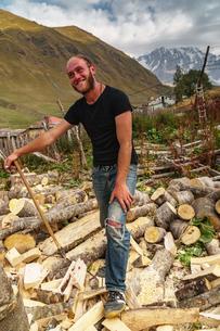 Woodcutter against Mount Shkhara, Georgia's highest peak, Upper Svaneti, UNESCO World Heritage Site,の写真素材 [FYI03786935]