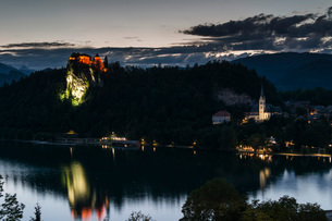 Bled Castle and St. Martin's Church at dusk, Lake Bled, Slovenia, Europeの写真素材 [FYI03786995]