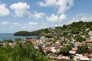 The small town of Canaries, with Canaries Bay beyond, St. Lucia, Windward Islands, West Indies Caribの写真素材 [FYI03787141]