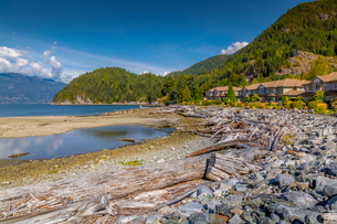View of How Sound at Furry Creek off The Sea to Sky Highway near Squamish, British Columbia, Canada,の写真素材 [FYI03787222]