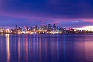 View of Vancouver Skyline from North Vancouver at sunset, British Columbia, Canada, North Americaの写真素材 [FYI03787230]