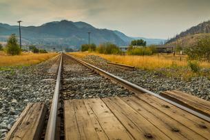 Railway line near Kamloops, British Columbia, Canada, North Americaの写真素材 [FYI03787263]