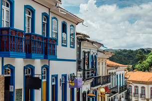 Colorful colonial buildings and narrow cobblestone streets of Ouro Preto, UNESCO World Heritage Siteの写真素材 [FYI03787439]