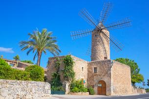 Windmill in Sineu, Mallorca (Majorca), Balearic Islands, Spain, Europeの写真素材 [FYI03787501]