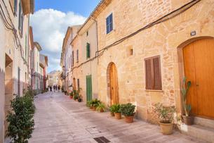 Streets in Alcudia, Alcudia, Mallorca (Majorca), Balearic Islands, Spain, Europeの写真素材 [FYI03787509]